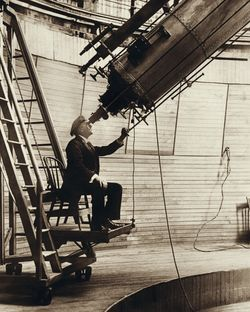 Percival_Lowell_observing_Venus_from_the_Lowell_Observatory_in_1910